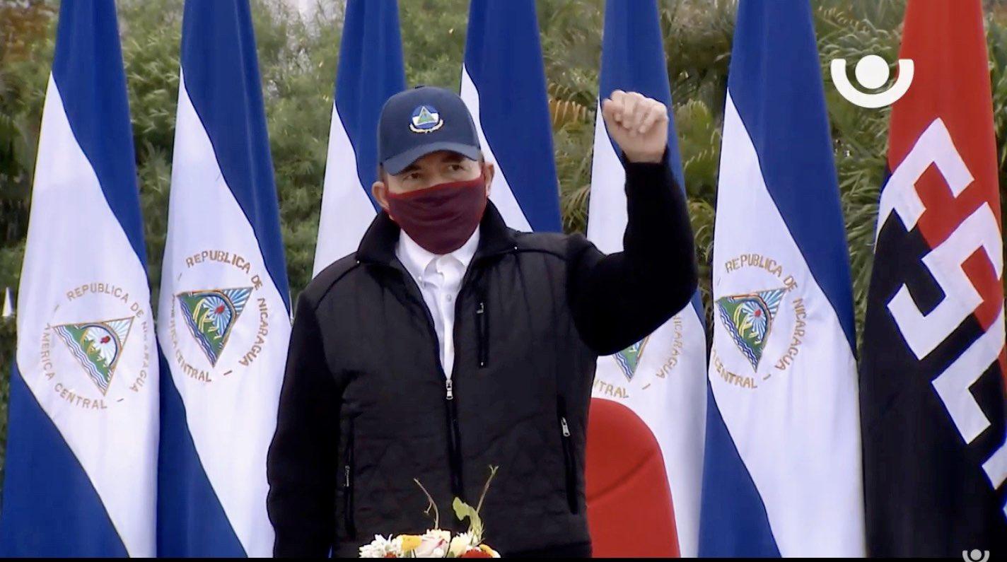 Daniel Ortega con mascarilla